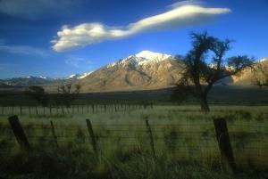 Lenticular or Sierra Wave cloud above Mt. Tom